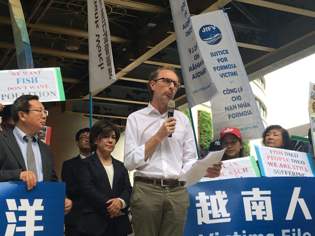中央研究院社會學研究所副研究員彭保羅指出,許多人不得不離開他們賴以維生的船,去國外尋找工作。而更諷刺的是,這其中有許多人是在台灣找工作。
