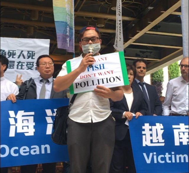 台塑越鋼污染事件受害者亦表示,因為台塑造成的環境污染,家庭受到巨大的影響,自該事件以後,漁獲大量減少,無法繼續捕魚,也沒有人敢買當地魚獲。