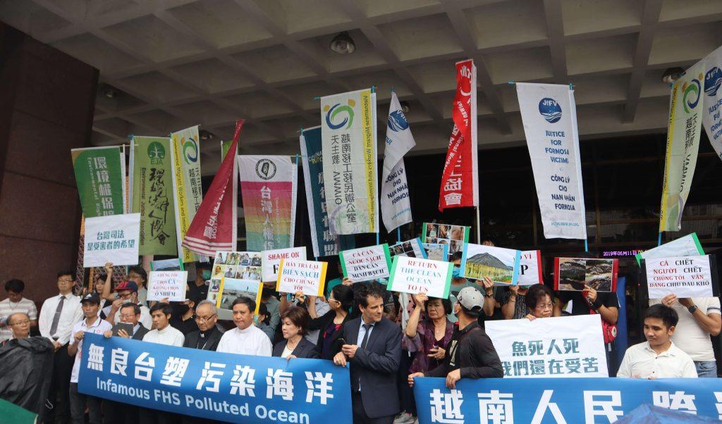 越南台塑受害者正義會、越南天主教崑嵩教區退休主教與受害家屬在台對台塑提告,民間團體齊來聲援